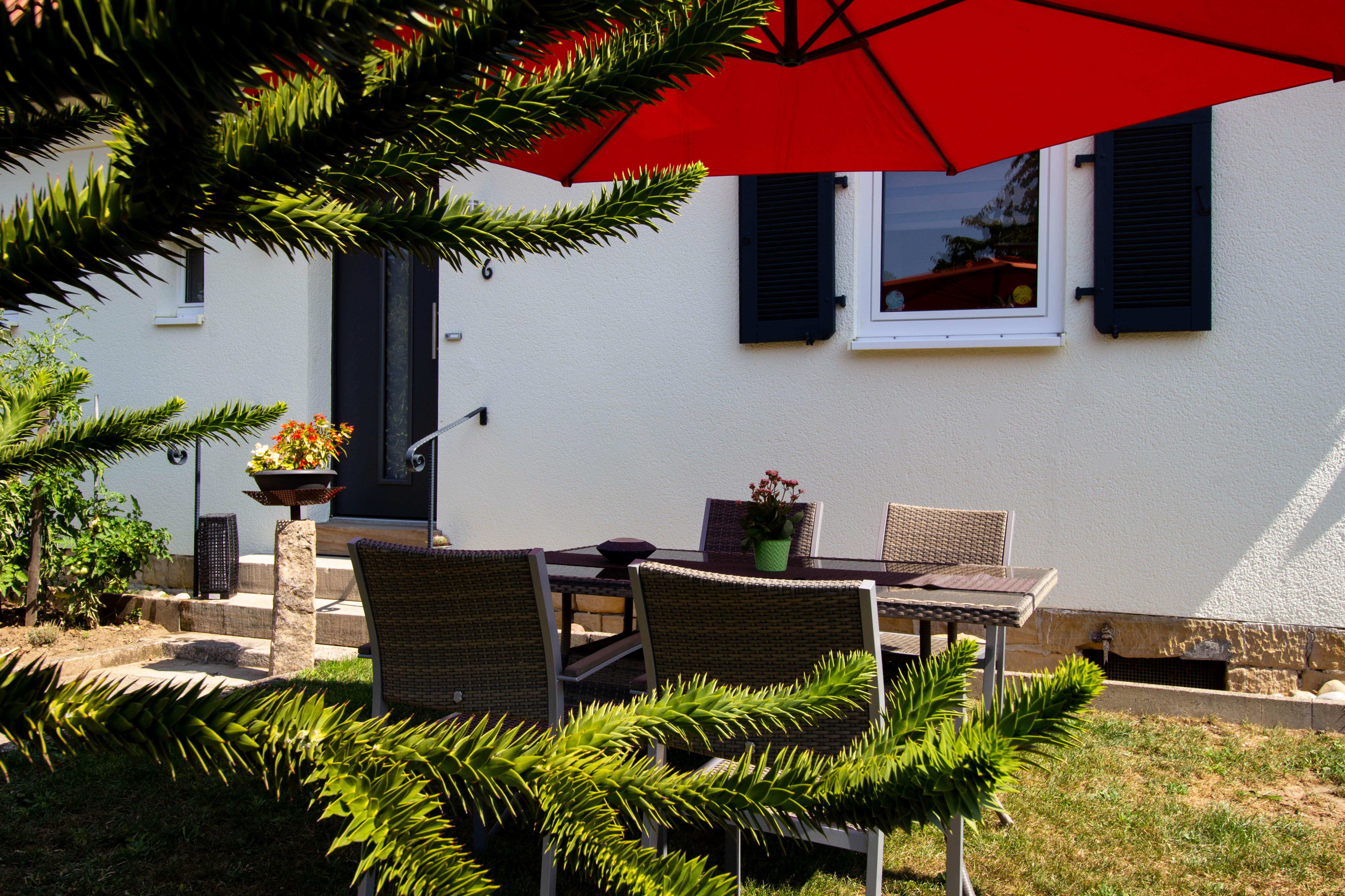 Sitzgruppe Garten Vorgarten Außenbereich Ferienwohnung Maier Bad Dürkheim Ungstein Fewo Pension Ferienhaus Urlaub in Bad Dürkheim Rheinland Pfalz