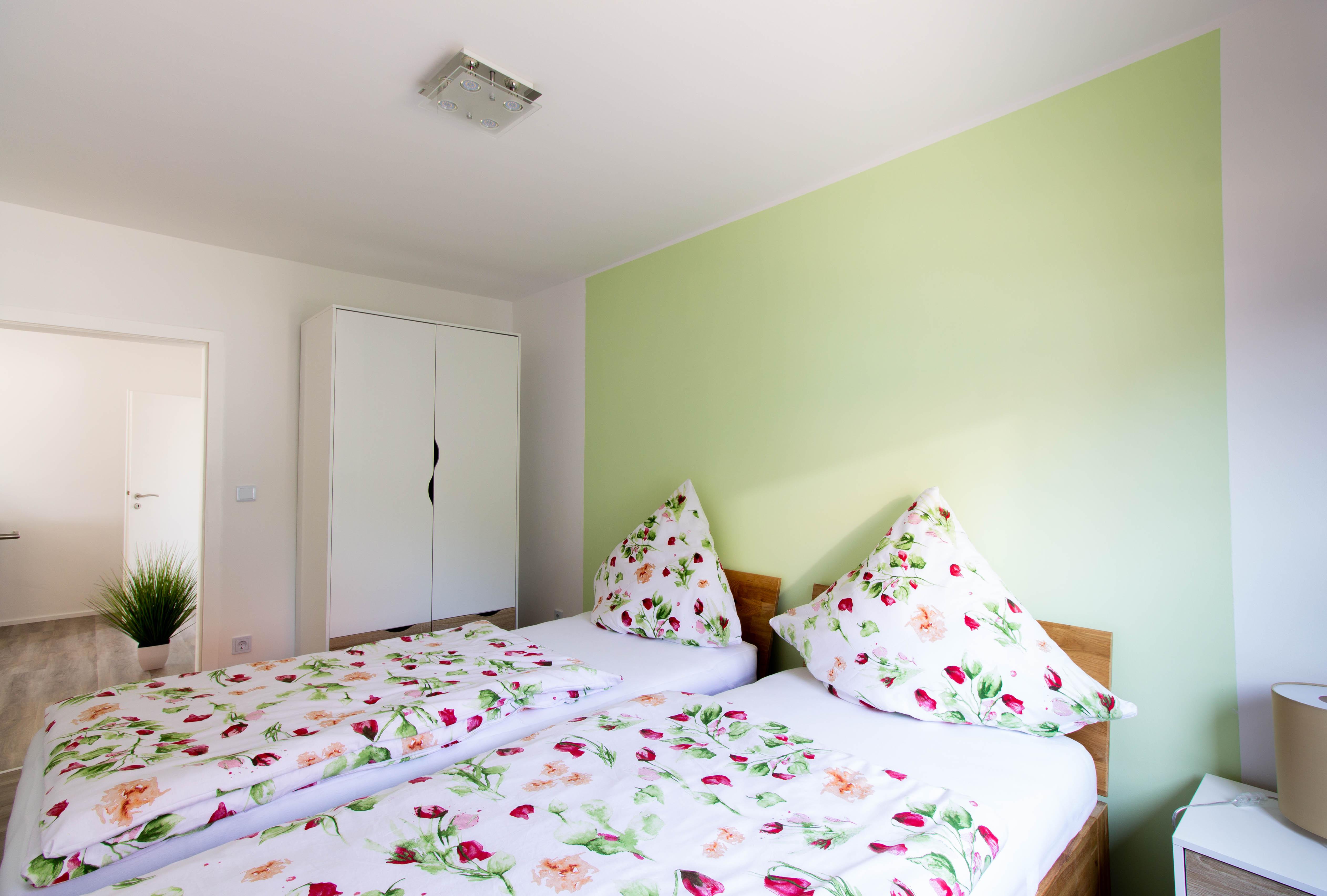 Schlafzimmer Ferienwohnung Maier Bad Dürkheim Ungstein Fewo Pension Ferienhaus Urlaub in Bad Dürkheim Rheinland Pfalz